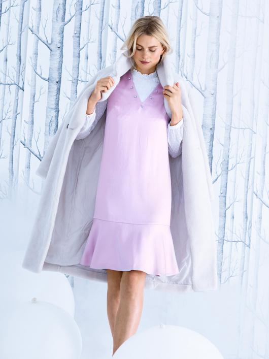 Сукня з воланом і V-подібним вирізом