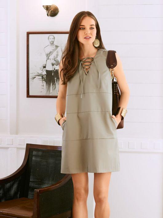 Сукня міні зі шнурівкою вздовж горловини