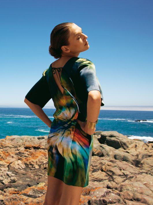 Сукня сатинова з декольте на спинці