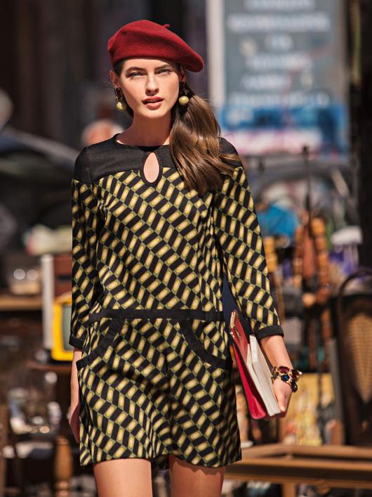 Сукня коротка А-силуету з вирізом крапелькою