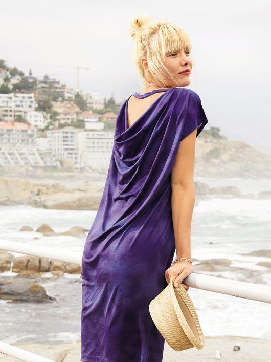 Сукня прямого крою з вирізом на спинці