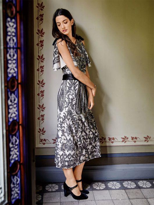 Сукня прямого крою з рукавами-крильцями