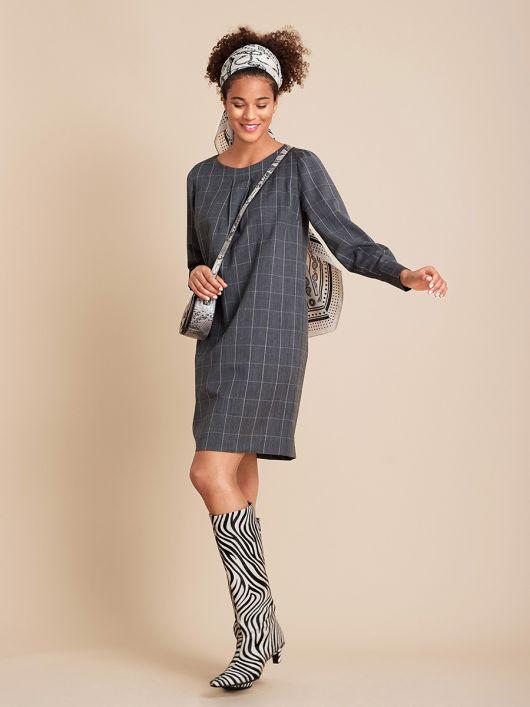 Платье мини прямого кроя с длинными рукавами