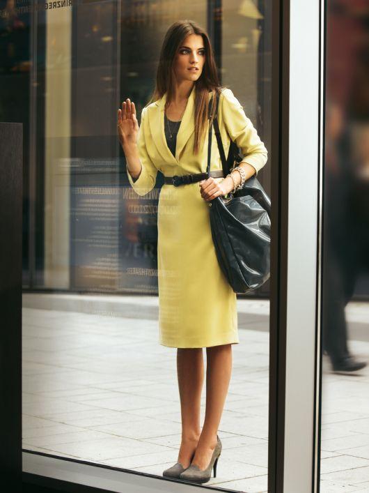 Сукня-футляр з довгими лацканами