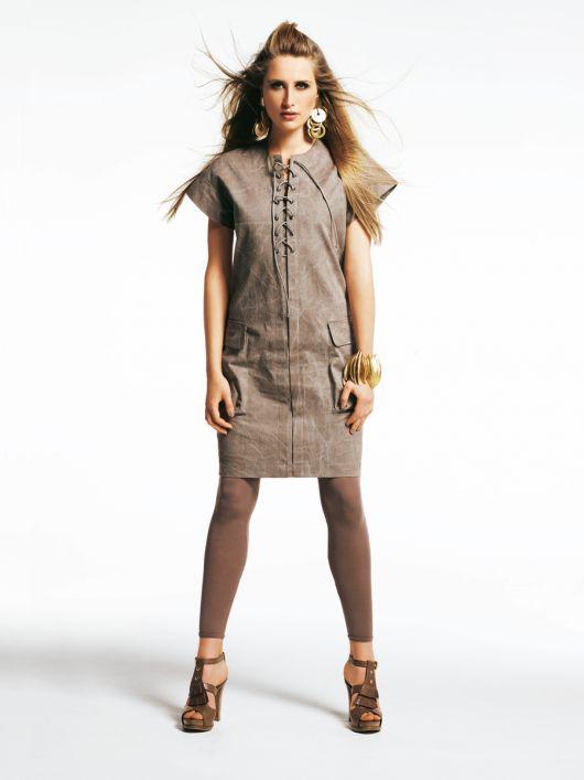 Сукня прямого крою зі шнурівкою і кишенями-портфелями