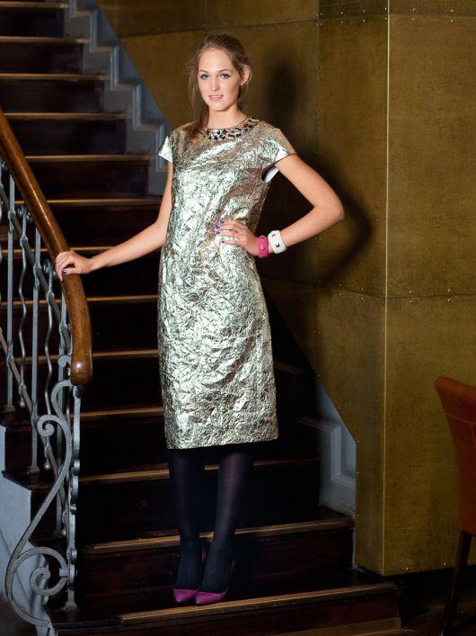 Сукня з рельєфними швами