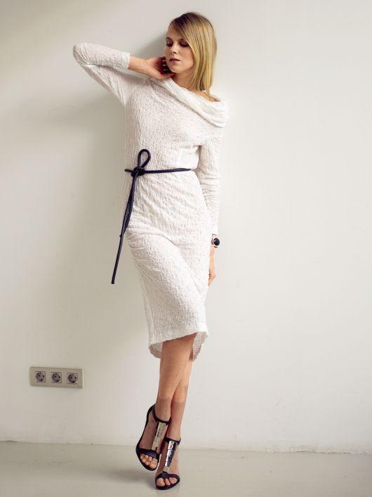 Сукня з асиметрично вшитими рукавами
