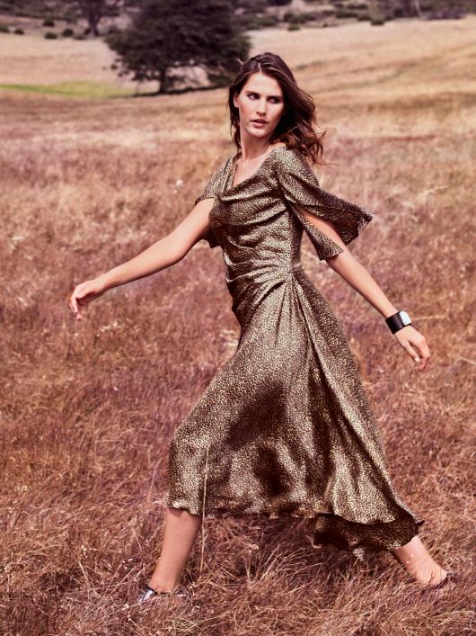 Сукня з хвилеподібним вирізом горловини