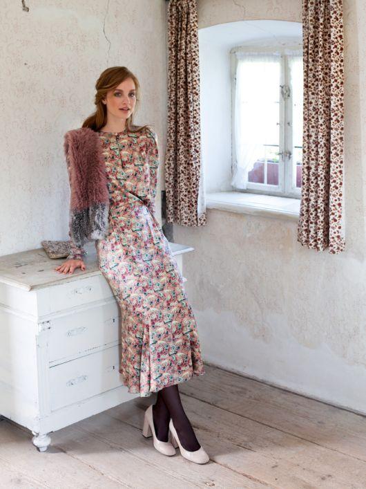 Сукня приталеного крою з воланом