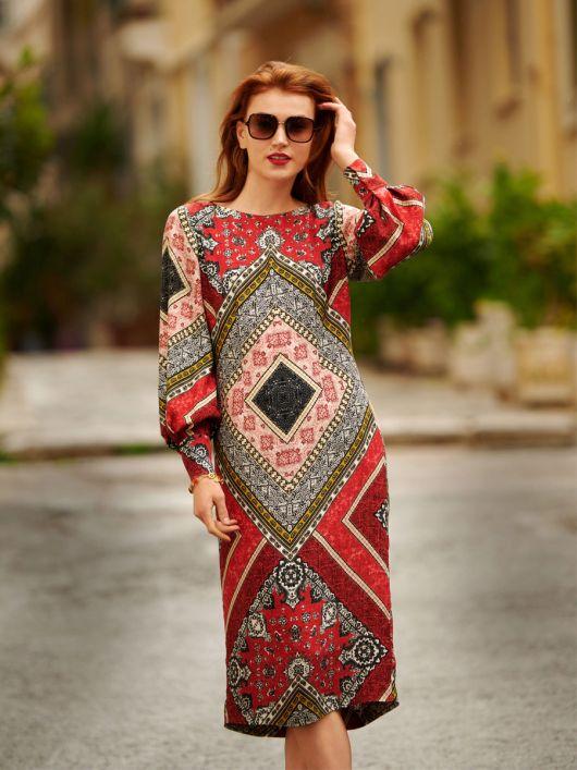 Сукня приталеного силуету з об'ємними рукавами