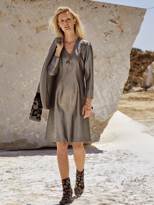Сукня розкльошена з вертикальними виточками