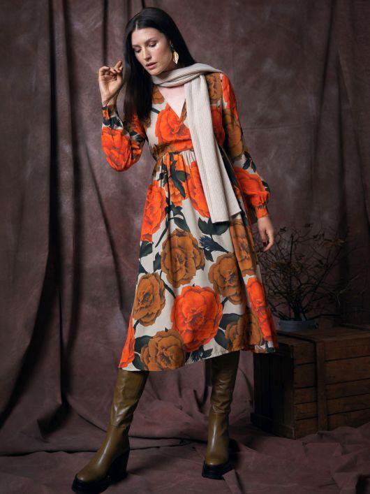 Сукня з ефектом запаху і зборкою на талії