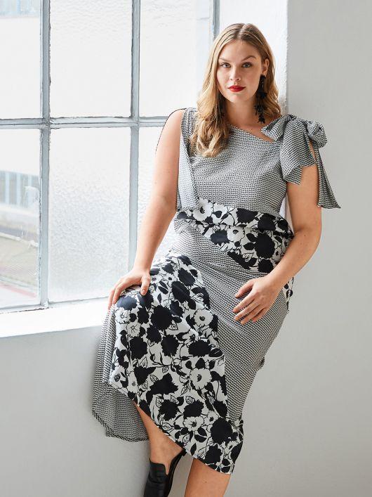 Сукня приталеного крою з клином годе
