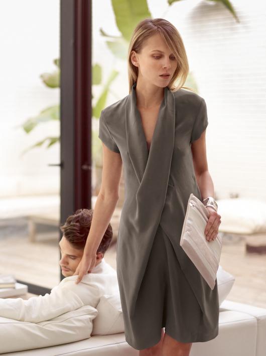 Сукня з перехресним коміром