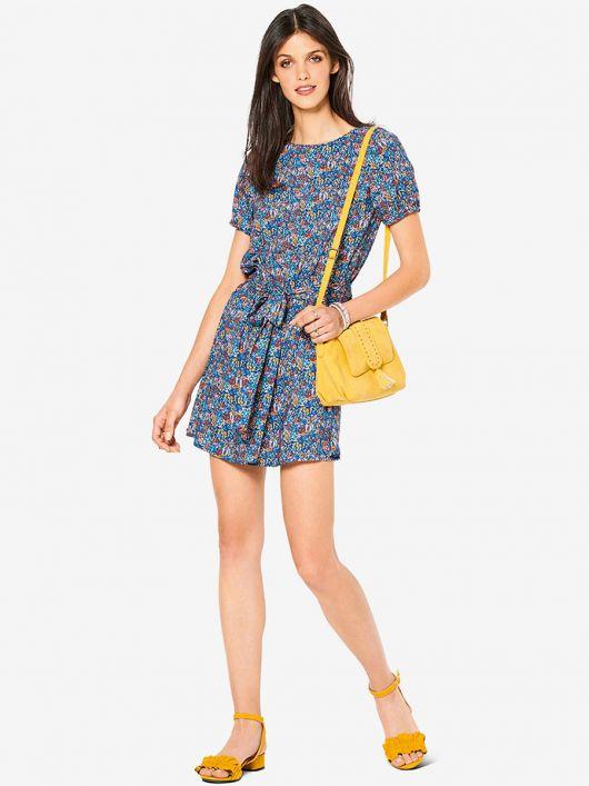 Платье простого кроя с рукавами-фонариками