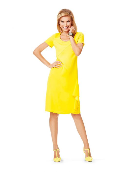 Сукня-футляр з асиметричними деталями і воланом