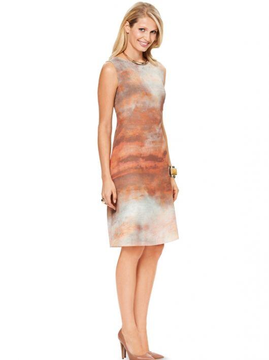 Сукня приталеного силуету з косими виточками