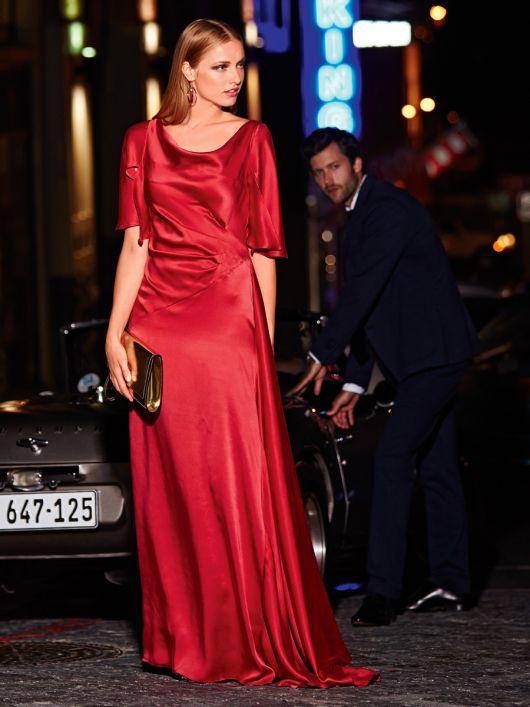 Довга сукня з імітацією шлейфу