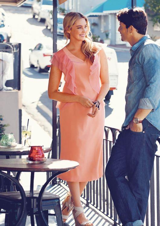 Сукня-футляр з воланами