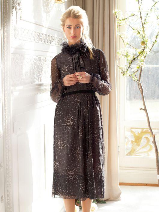 Сукня приталеного силуету зі складками