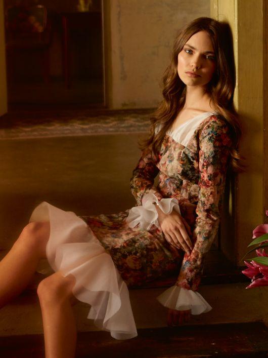 Сукня з пишними воланами