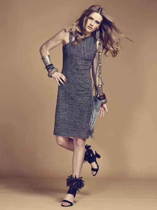 Сукня по фігурі з асиметричним вирізом горловини
