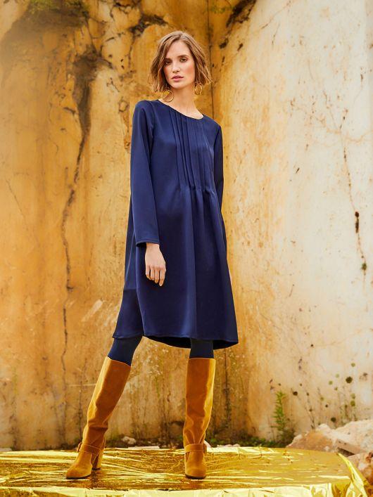 Сукня прямого крою з застроченими складками від горловини