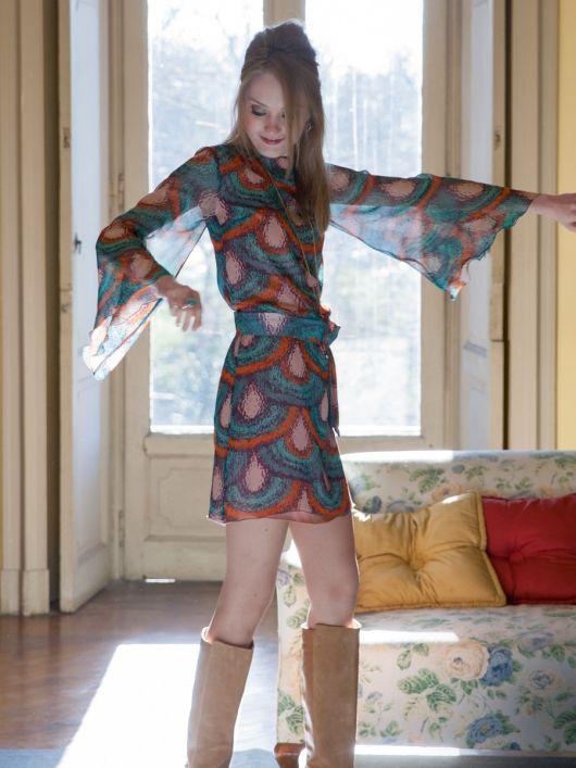 Сукня міні з рукавами розтрубами