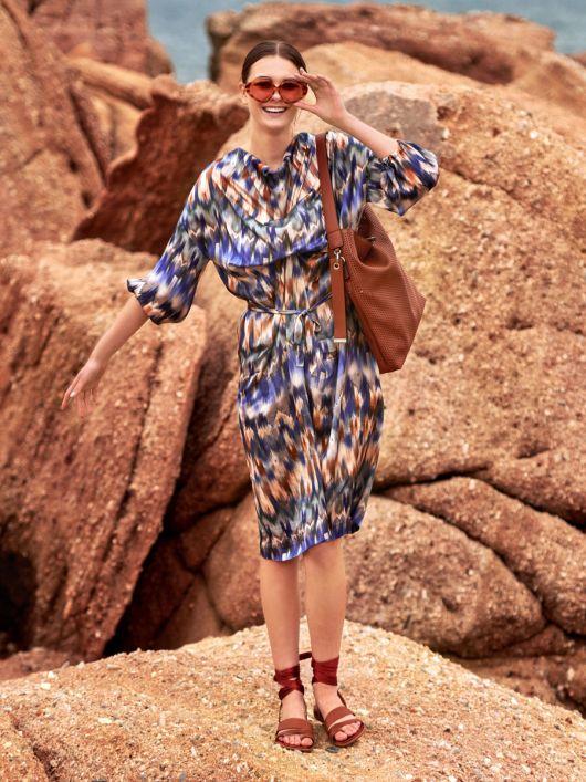 Сукня широкого крою з вирізом-гойдалка