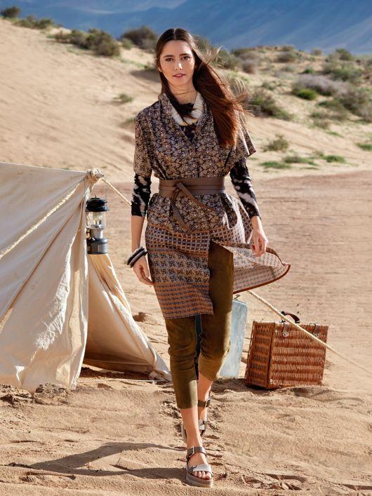 Сукня сорочкового крою з коміром-стійкою