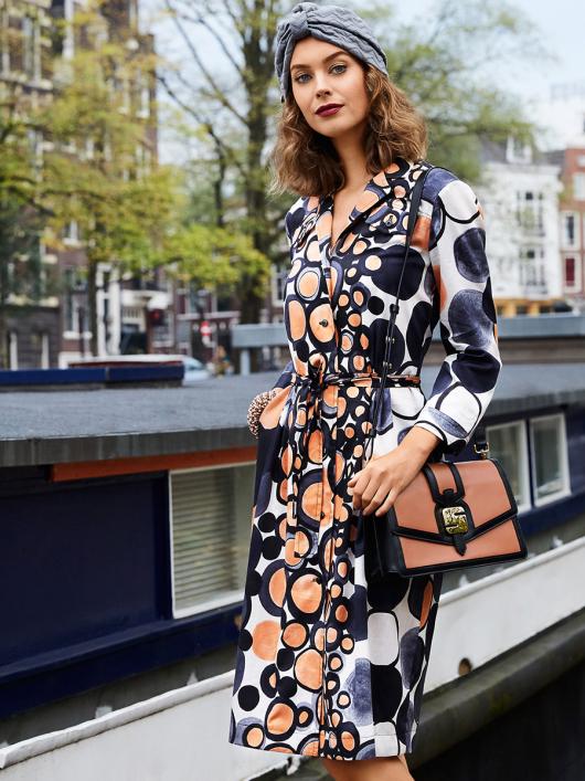 Сукня-сорочка зі складками на спідниці
