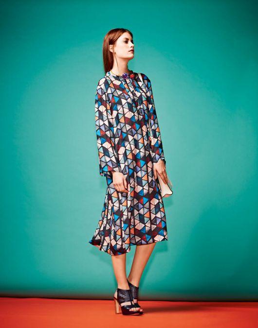 Простора сукня сорочкового крою