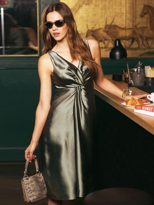 Сукня силуету ампір із драпіровкою-вузлом