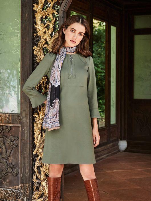Сукня трикотажна силуету ампір з воланами на рукавах