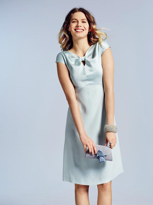 Сукня з драпіровкою біля горловини