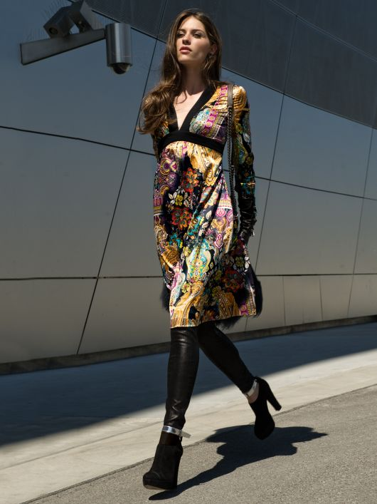 Сукня силуету ампір з довгими рукавами