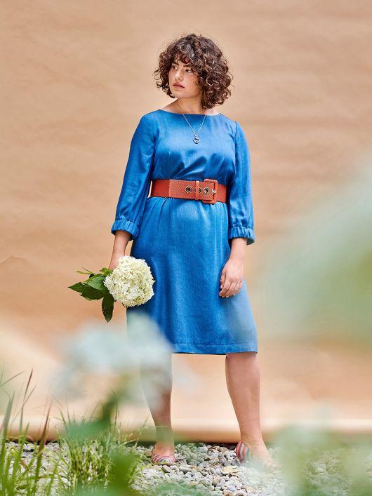 Сукня простого крою з призбореними рукавами