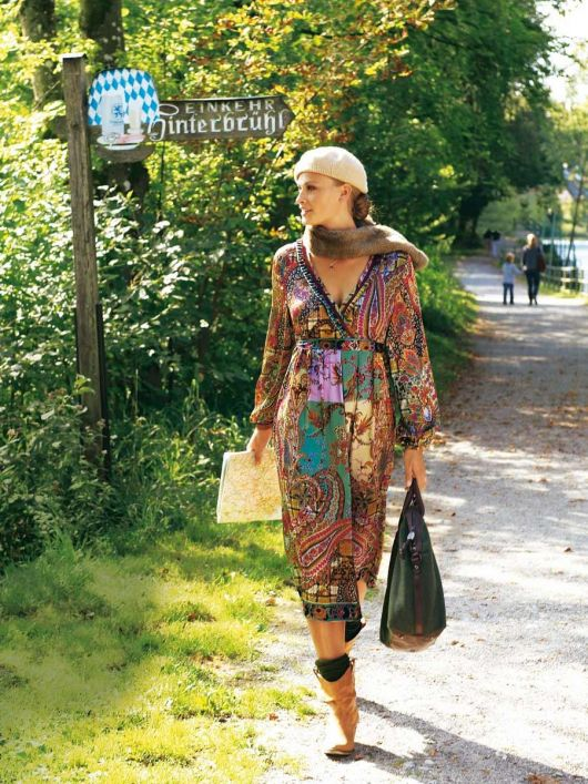 Сукня атласна силуету ампір