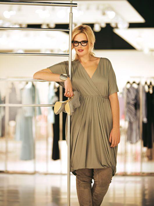Сукня силуету ампір із суцільнокроєними рукавами
