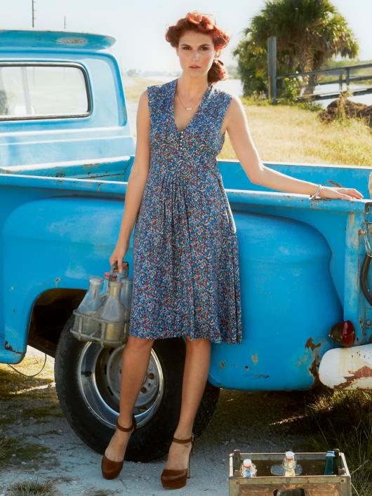 Квітчаста сукня з зав'язками навколо талії
