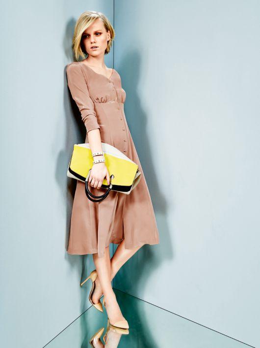 Сукня силуету ампір з розкльошеною спідницею