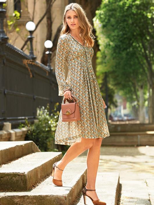 Сукня відрізна із завищеною талією
