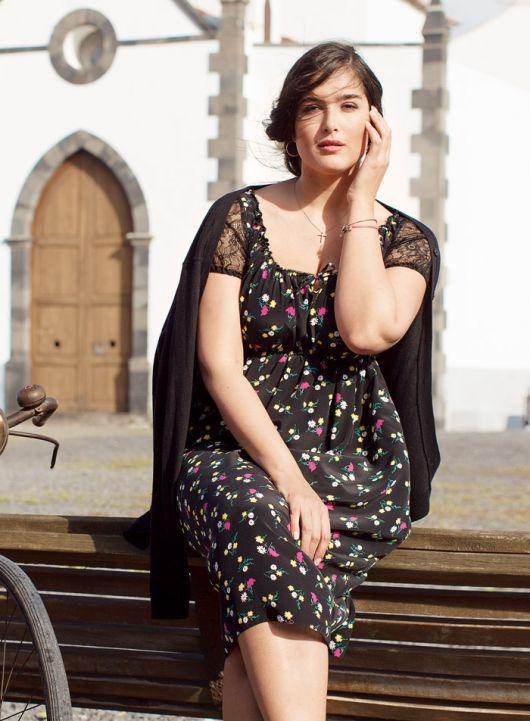 Сукня з вирізом кармен