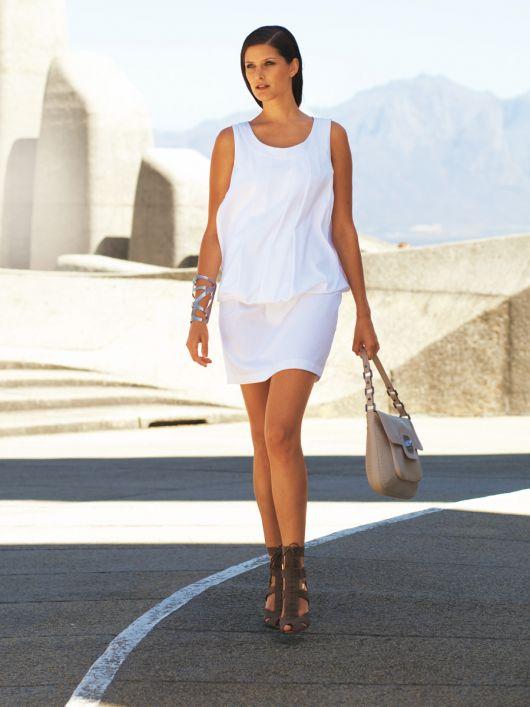Сукня без рукавів із заниженою талією