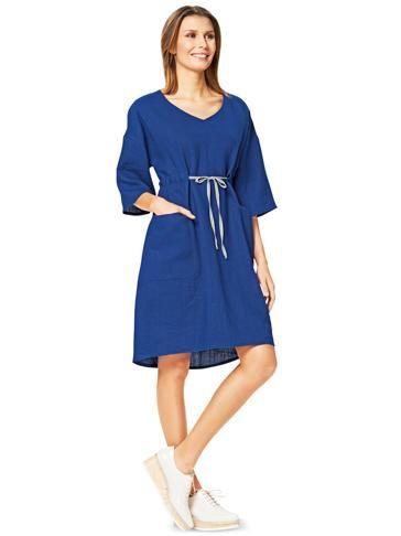 Сукня вільного з приспущеними проймами