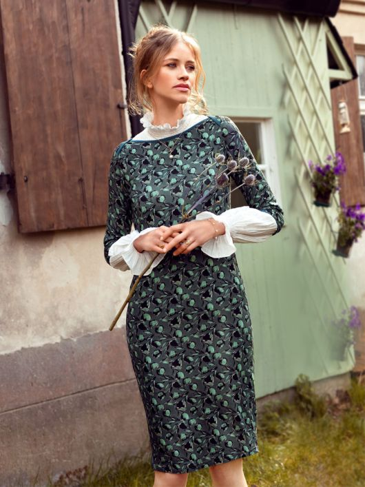 Сукня трикотажна із вирізом-човником