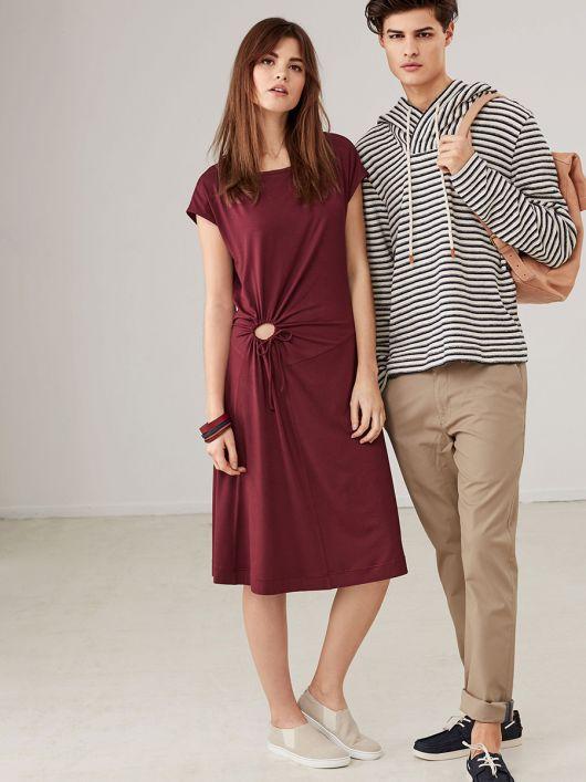 Сукня трикотажна з декоративним вирізом