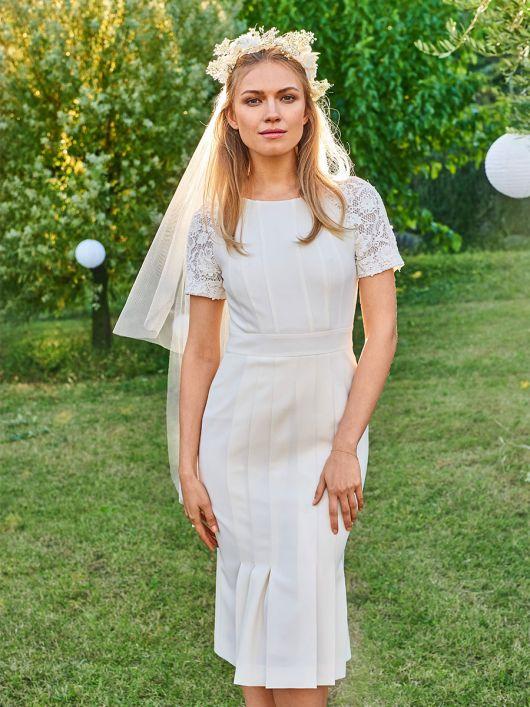 Сукня з рельєфними швами для нареченої