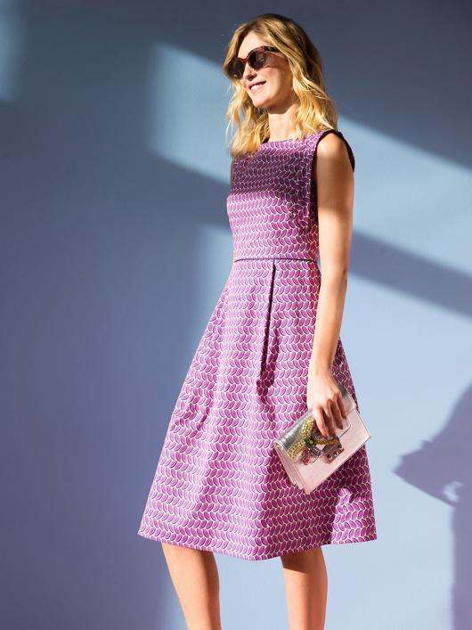 Сукня відрізна з розкльошеною спідницею