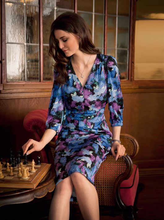 Сукня із фігурним вшивним поясом